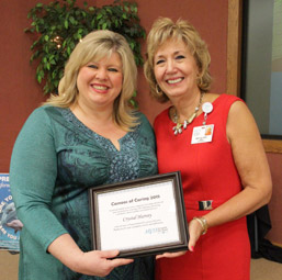 Nurse Harvey Named 2015 Cameos of Caring Awardee at MVH photo