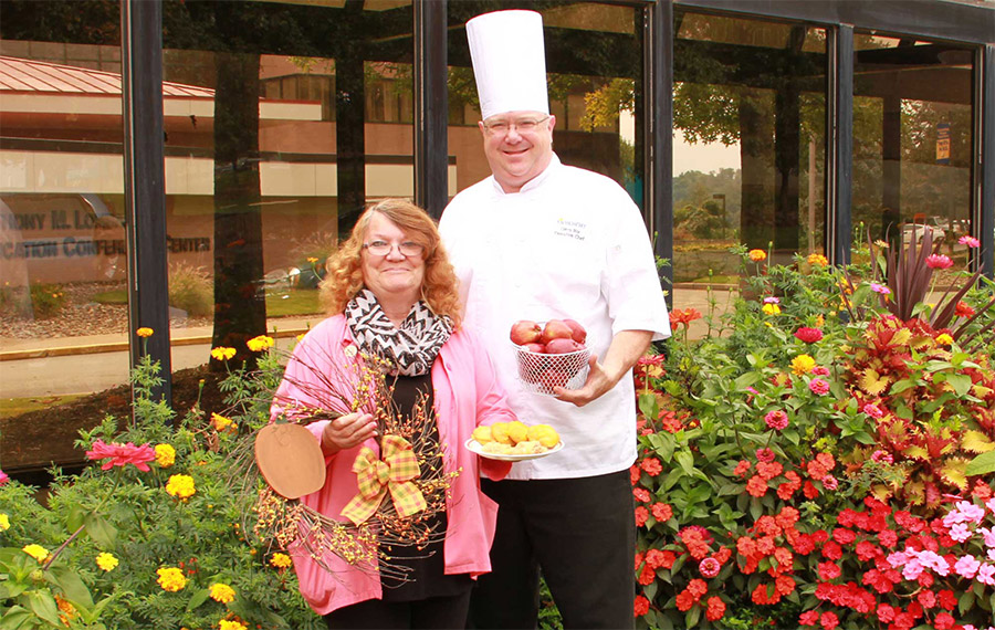 MVH Auxiliary to Hold Fall Apple Festival photo